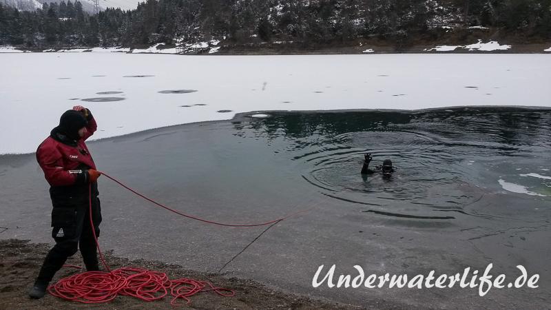 2016-02-Urisee-Eistauchen-019